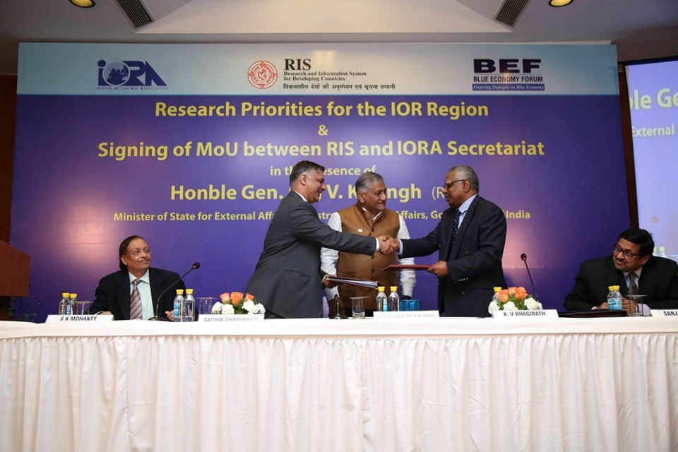 Signing of the MoU between RIS and the IORA Secretariat