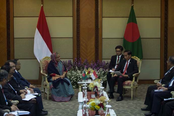 President Joko Widodo (right) with Prime Minister of Bangladesh Hasina Wajed (left) in a bilateral meeting which is held in a series of the 2017 IORA Summit events.
