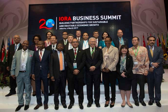 Chairman of Indonesian Chamber of Commerce and Industry (Kadin) Perkasa Roeslani (fourth left), Trade Minister (fifth right),and the representatives of chambers of commerce of IORA Member States undertake the joint declaration during the IORA Business Summit which is held in a series of the 2017 IORA Leaders' Summit events.