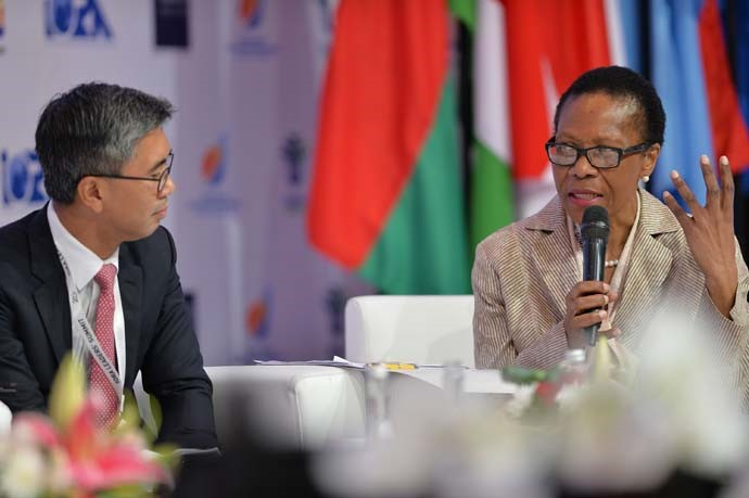 CEO of CIMB Group Malaysia Tengku Dato Sri Zafrul Abdul Aziz (left), and President of the Black Business Council, South Africa Danisa Baloyi (right) having discussions in the second session at the IORA Business Summit.