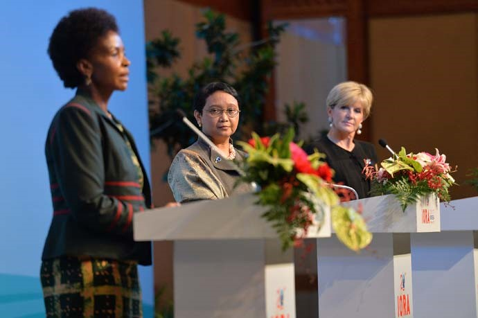 Indonesian Foreign Minister Retno Marsudi (center), South Africa's Minister of International Relations and Cooperation Maite Nkoana-Mashabane (left), and Australian Foreign Minister Julie Bishop (right) delivering a press statement on the Council of Ministers Meeting held.